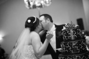 Wedding Cake Kiss Photo